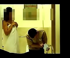bhabhi seducing hotel boy