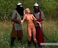 Czech slut Nikki Sun is getting double fucked