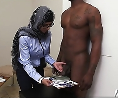 Arab bitch gets access to a black pecker