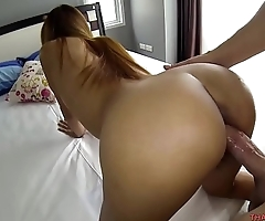 Thai girlfriend entices her boyfriend to abandon the game for her pussy